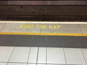 mind-the-gap-882368_960_720